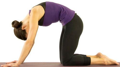 Йога для позвоночника и суставов болит колено когда нога прямая